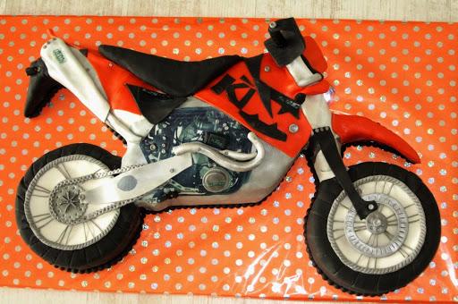 857-  Cross motor taart met koplamp.JPG
