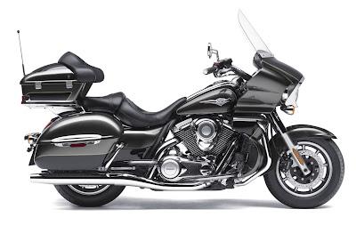 2011-Kawasaki-Vulcan-1700-Voyager-Atomic-Silver
