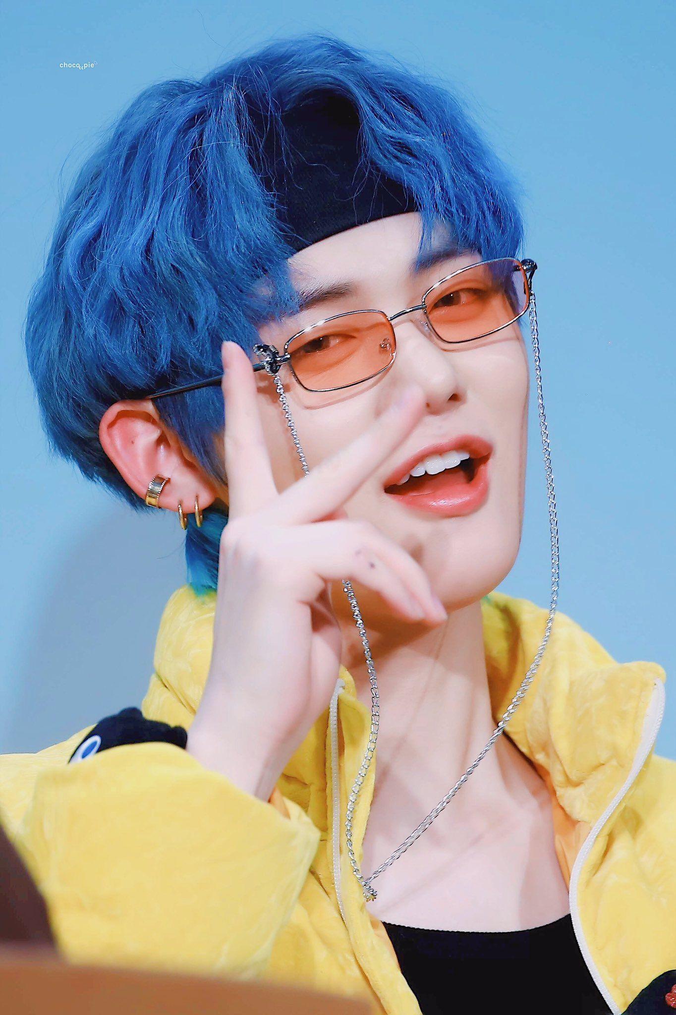 txt yeonjun blue hair