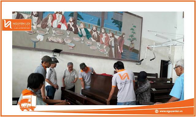 Chuyển đàn Piano vào trong nhà thờ