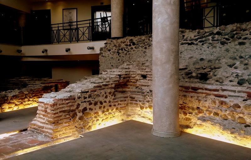 Serdika, Überreste der alten römischen Stadt in ein modernes Hotel integriert