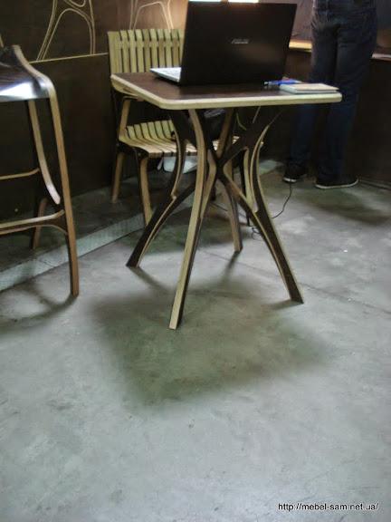 Фанерный столик PLITOS вид со стороны