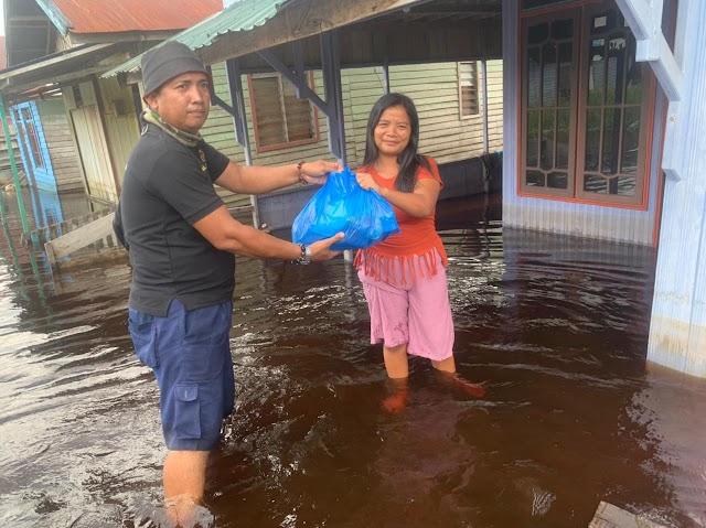 Relawan HKT Salurkan Paket Sembako Door to Door di Mendawai