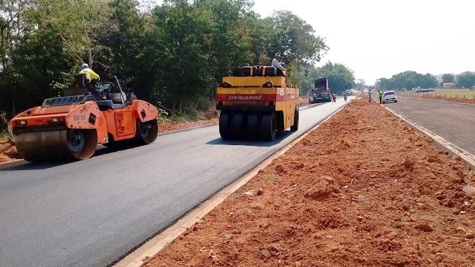 Trechos das avenidas Thomaz Lopes Fernandes e Cidade Jardim recebem pavimentação asfáltica