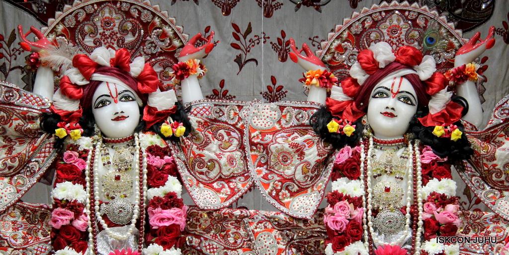 ISKCON Juhu Sringar Deity Darshan on 30th Sep 2016 (60)