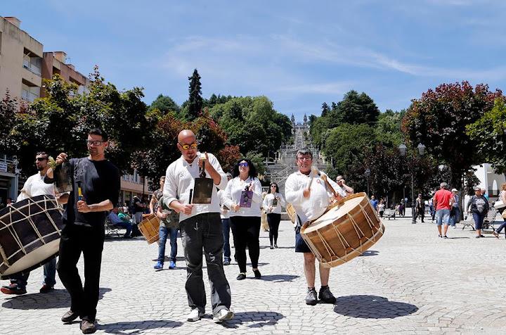 Boteiros Y Folions da Galiza vieram ao encontro de Lazarim
