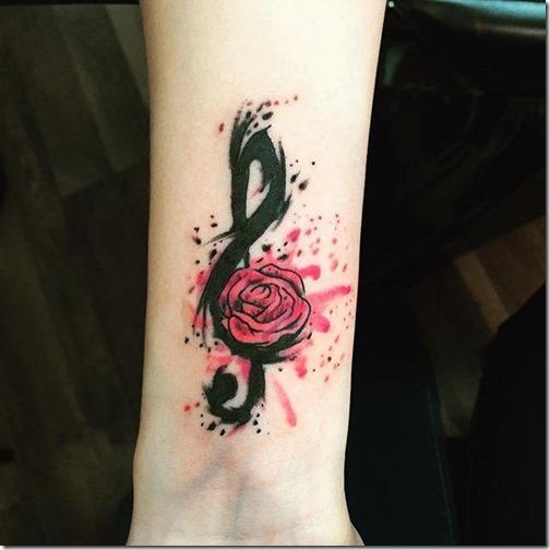 la_rosa_roja_trae_vida_y_color_a_su_tatuaje