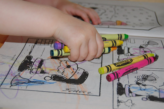 how many crayons can she color with at once?
