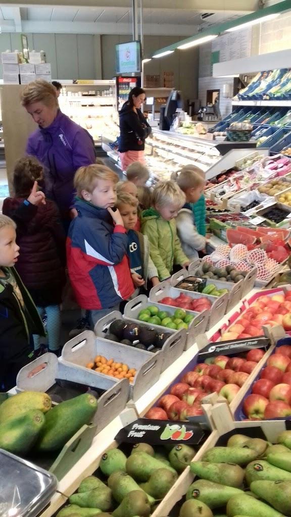 De Kleuters maken zelf een fruit- en groentewinkel. - 8.jpg
