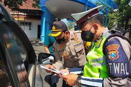 Kapolres Lumajang Pantau Pengendalian Mobilitas di Pos Check Point PPKM Darurat