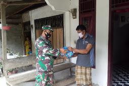 Berkah Ramadhan, TNI di Abdya Bagikan Sembako Dari Pintu ke Pintu
