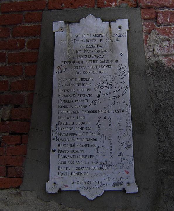 lapide sx chiesa 2004 - già fronte accesso parco rimembranza - in memoria dei caduti 1° guerra mondiale - i contribuenti