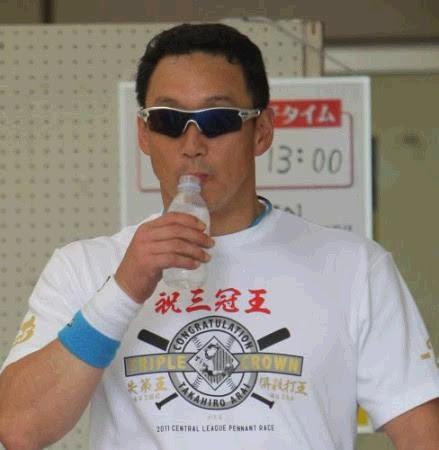 金本知憲が「失策王 併殺打王」の自作Tシャツで新井貴浩いじり「このTシャツええやろ」
