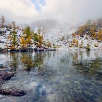 Il lago alpino  di utente cancellato
