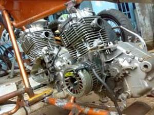 Satu motor 2 ( dua ) mesin