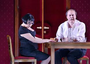 Photo: WIEN/ Burgtheater: Eugène Labiche ‹Die Affäre Rue de Lourcine›. Erweiterte Fassung von Elfriede Jelinek. Premiere am 18.4.2015. Maria Happel, Nicholas Ofczarek. Copyright: Barbara Zeininger