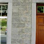 3 - Mur en pierre de taille striée