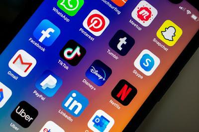 Facebook merge within whatsapp