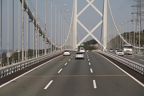 JR九州バス「福岡山口ライナー」 744-2952 関門橋通過