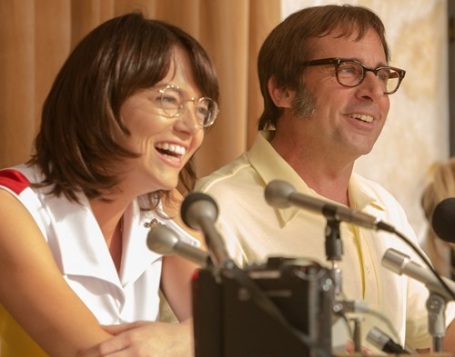 "Emma Stone as ""Billie Jean King"" and  Steve Carell as ""Bobby Riggs"" in BATTLE OF THE SEXES. Photo by Melinda Sue Gordon. © 2017 Twentieth Century Fox Film Corporation All Rights Reserved"