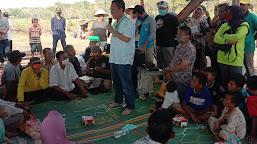 Bupati Bantu Warga Desa Pematang Lima Suku Bangun Saung Tani