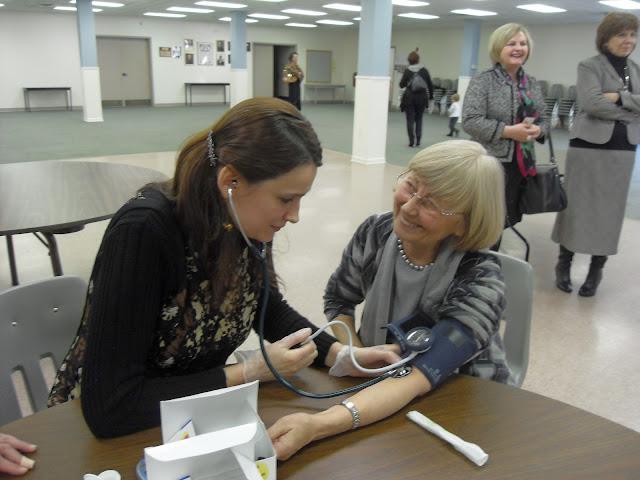 Spotkanie medyczne z Dr. Elizabeth Mikrut przy kawie i pączkach. Zdjęcia B. Kołodyński - SDC13667.JPG