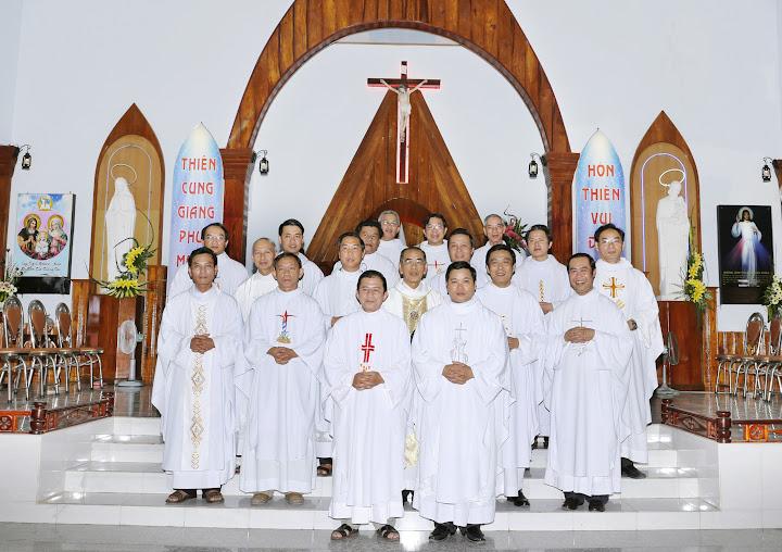 Hình Giáo xứ Hòn Thiên đón Cha tân quản xứ Tađêô Nguyễn Đình Phúc vào ngày 14.01.2016