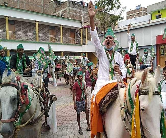 पटना की सड़कों पर घोड़ागाड़ी के साथ उतरे राजद समर्थक, महंगाई के विरोध में बिहार में आंदोलन का दूसरा दिन...