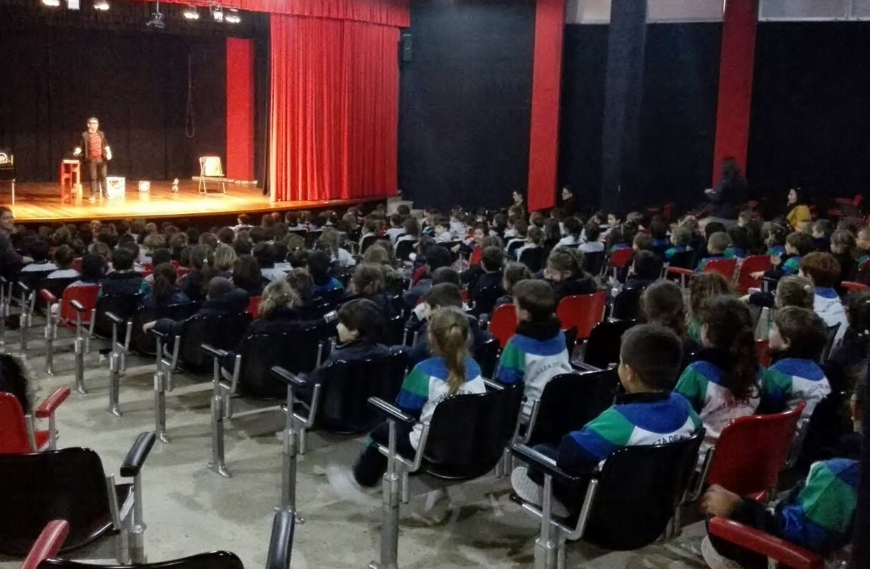 Magia en teatro en Canarias Alfonso V colegio 2017