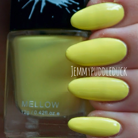 Graffiti nails mellow yellow polish