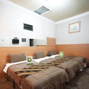 Triple Twin Accacia Room
