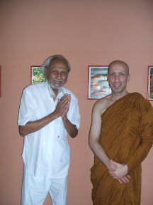 Ven Dhammiko e Sr Don Kulatunga Sri Lnka), fundador do centro, ex- Bikkhu Anurudha