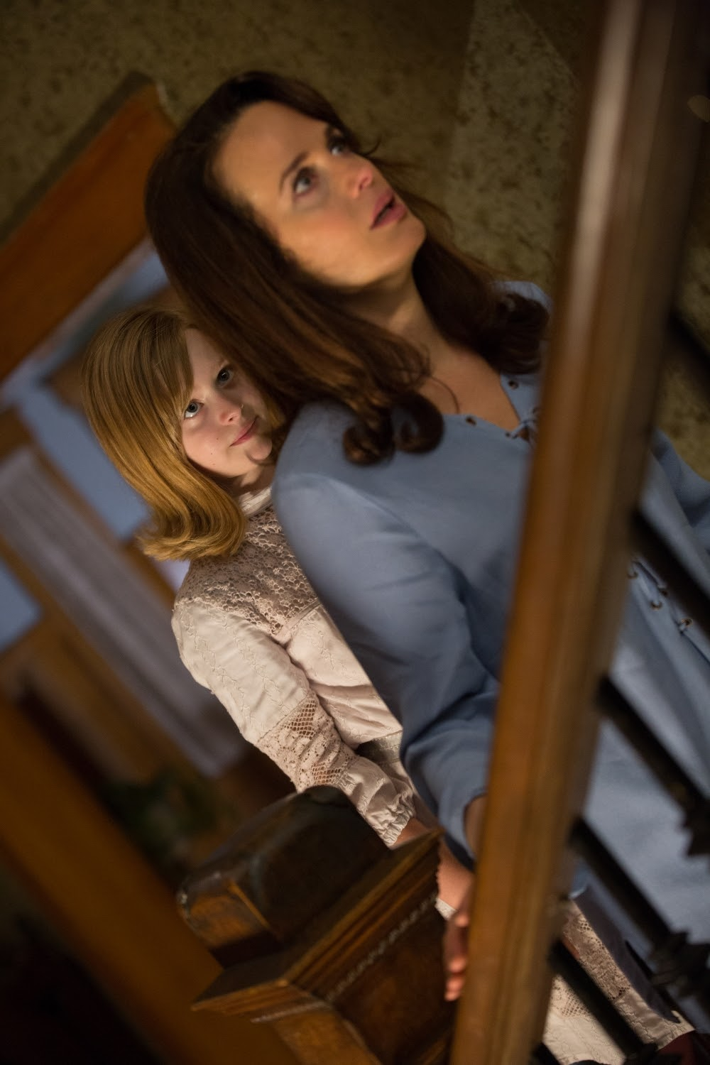 (L to R) Lulu Wilson as Doris and Elizabeth Reaser as Alice, her mother, in OUIJA: ORIGIN OF EVIL. (Photo by Justin Lubin /  Courtesy of Universal Pictures).
