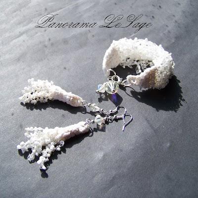 Rosa Komplet naszyjnik szydełkowy rosa koraliki drobne jablonex kolczyki bransoleta biżuteria biała ślubna kryształki Panorama LeSage sukienka biżuteria ślubna