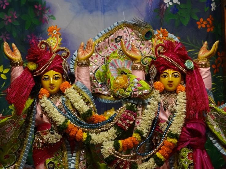 ISKCON Nigdi Deity Darshan 17 Dec 2015 (13)