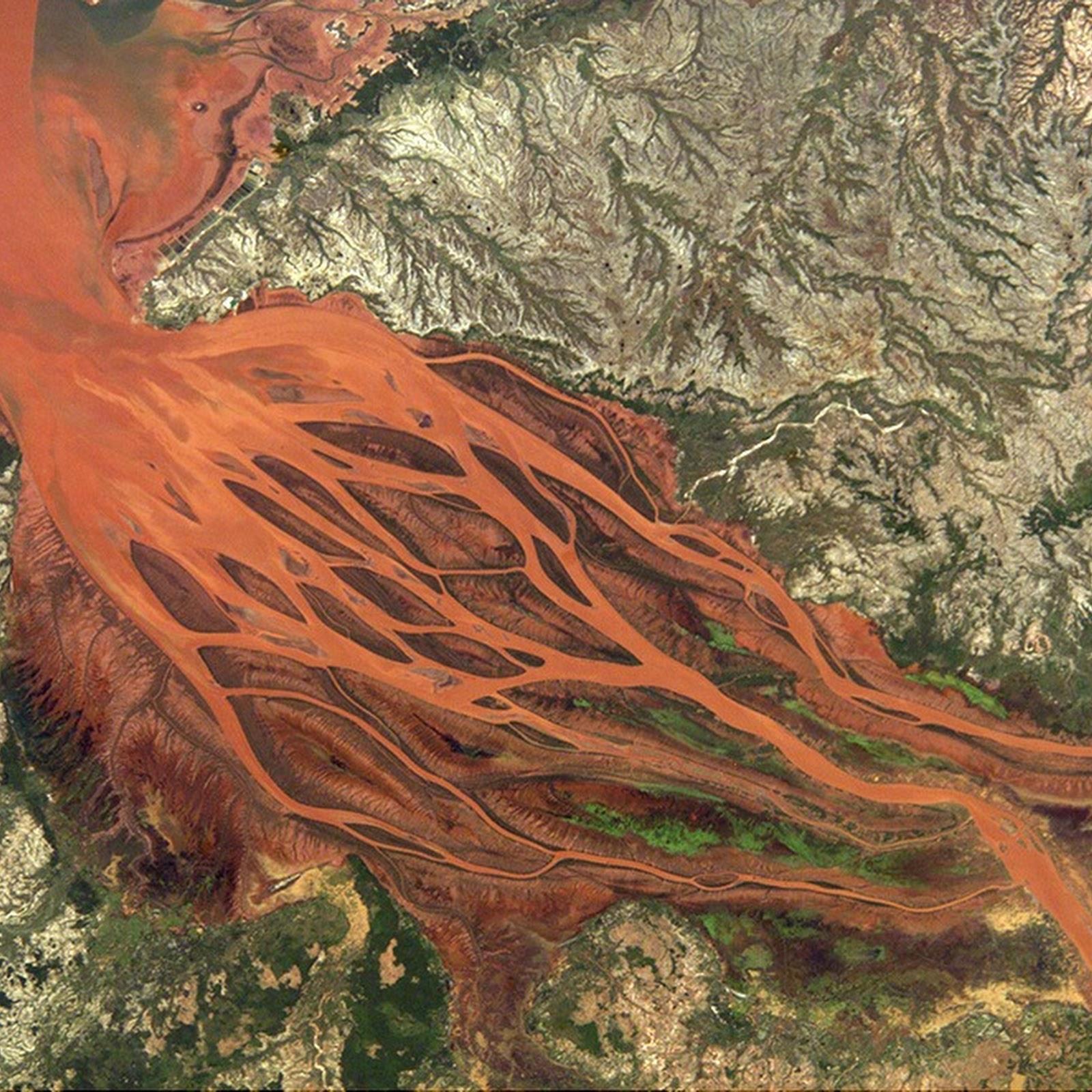 Betsiboka: Madagascar's Red River