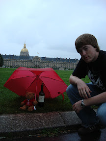 Jonathan and the bear in front of Les Invalides