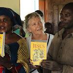 Aanbieden bijbels 2011.jpg