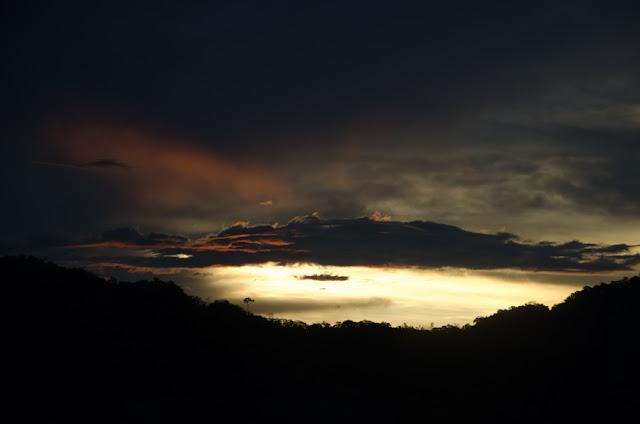 Coucher de soleil sur le Rio Beni. Environs de Rurrenabaque, 24 octobre 2012. Photo : C. Basset