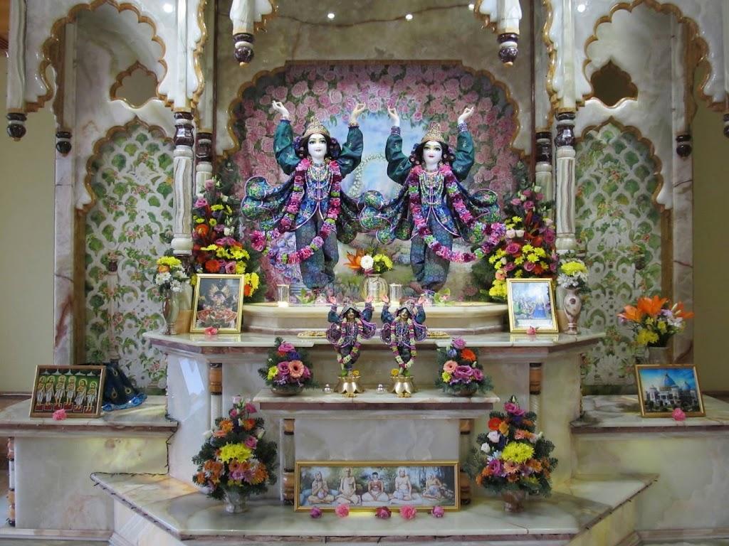 ISKCON Hungary Deity Darshan 24 Dec 2015 (16)
