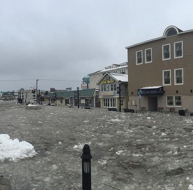 Flooding on John F. Kennedy Blvd in Sea Isle, New Jersey, 23 January 2015. Winter storm Jonas pounded the New Jersey and Delaware shorelines with 22-foot waves and a 3 to 5-foot storm surge that sent water levels to all-time highs. Photo: Sea Isle Chamber