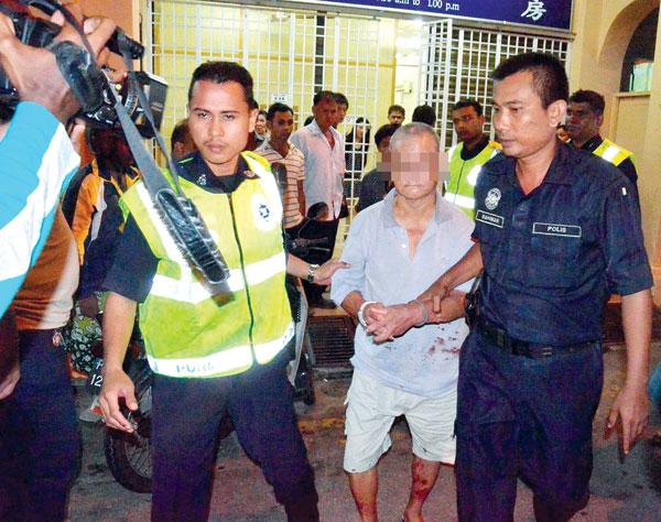 PESAKIT yang menikam seorang doktor di sebuah klinik di Jalan Magazine, George Town diberkas polis kelmarin.