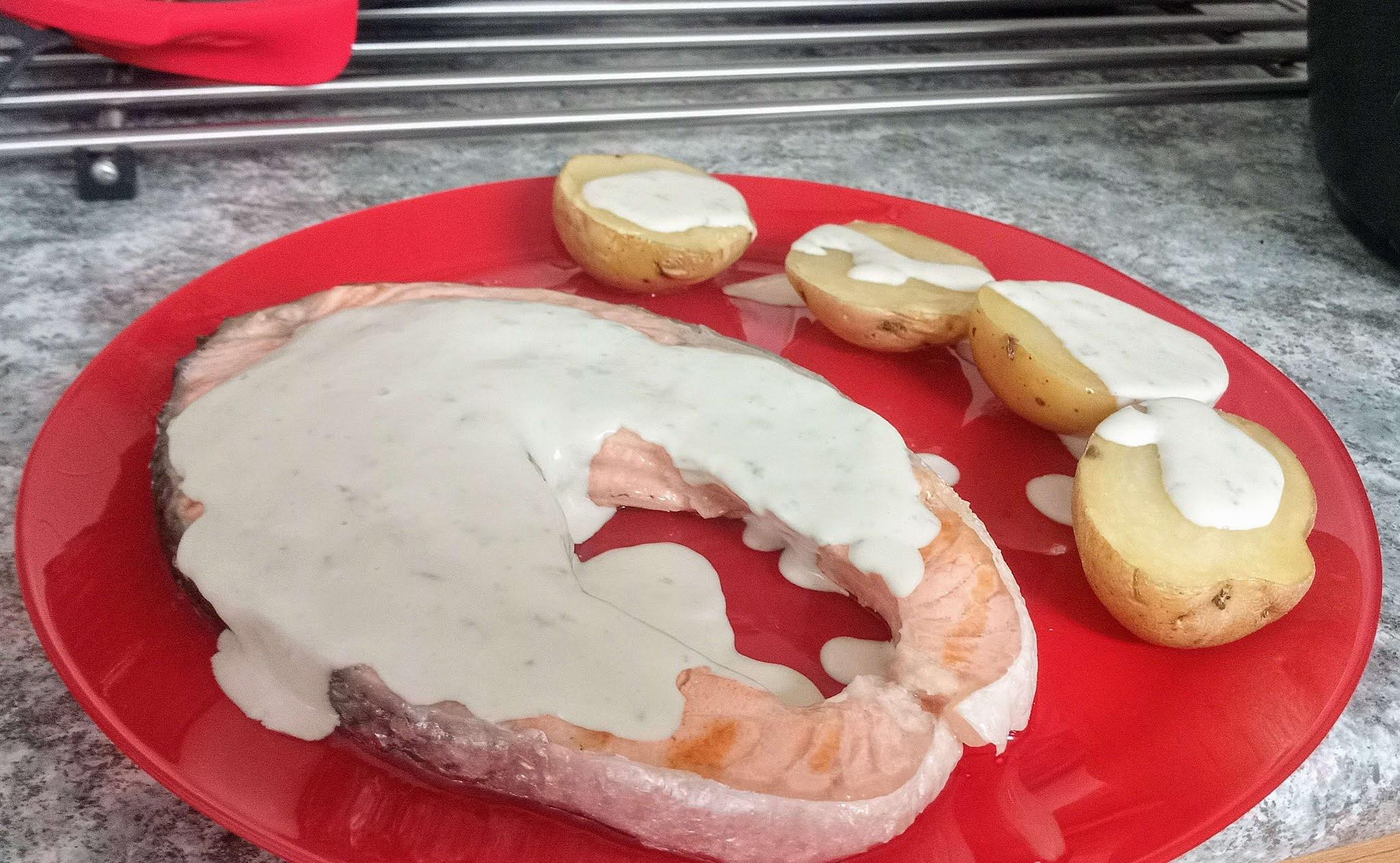 salmón con salsa de queso azul