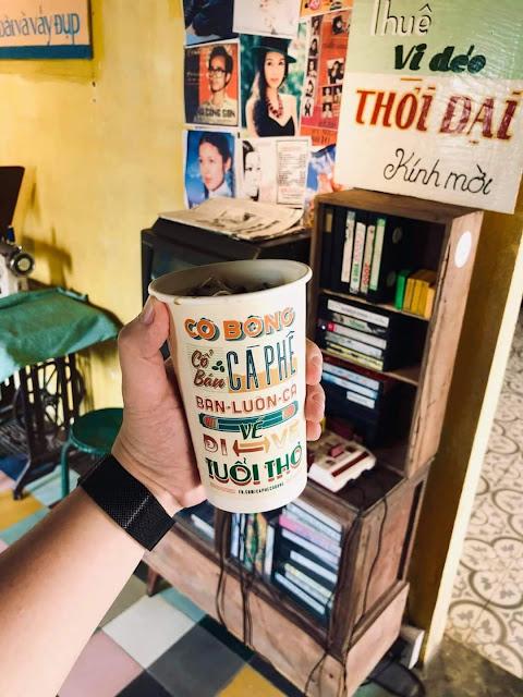 Cà Phê Cô Bông ở Tiệm bánh Cối Xay Gió
