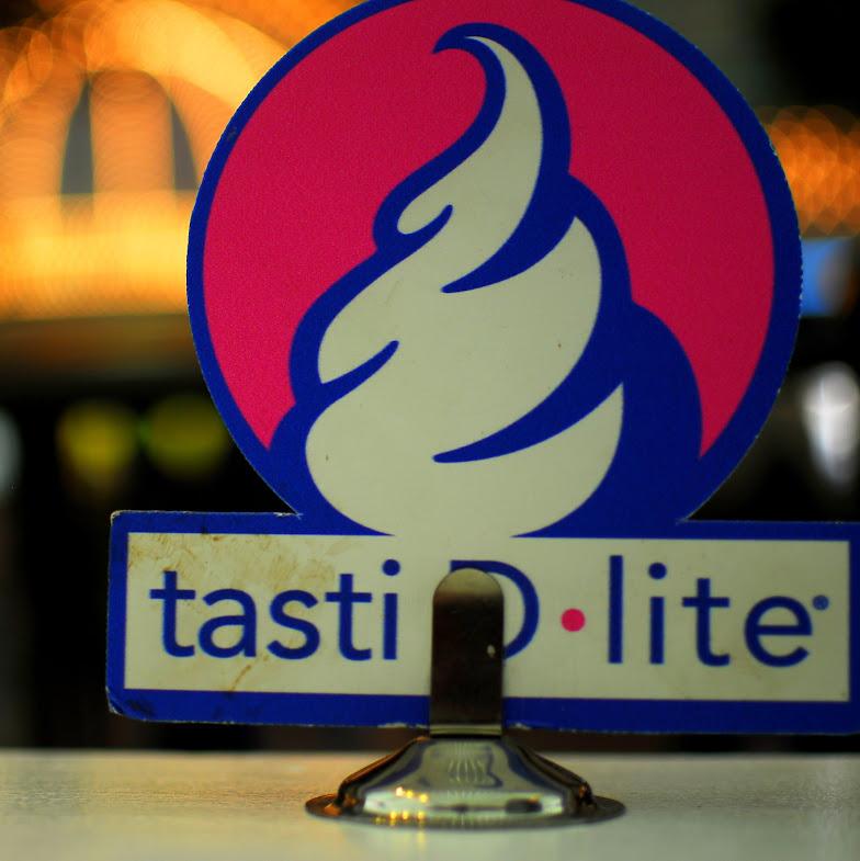 Tasti D-Lite sign