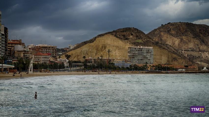 Nikon D5100, 18-55 mm, Playa del Postiguet, Alicante, Playas, Mar, Montañas, Serra Grossa, Sierra San Julián, Sierra de Santa Ana, La Cantera, Nubes,