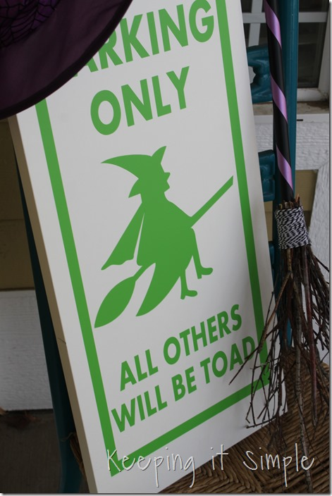 Halloween-decor-Witch-brown-and-witch-parking-sign (13)