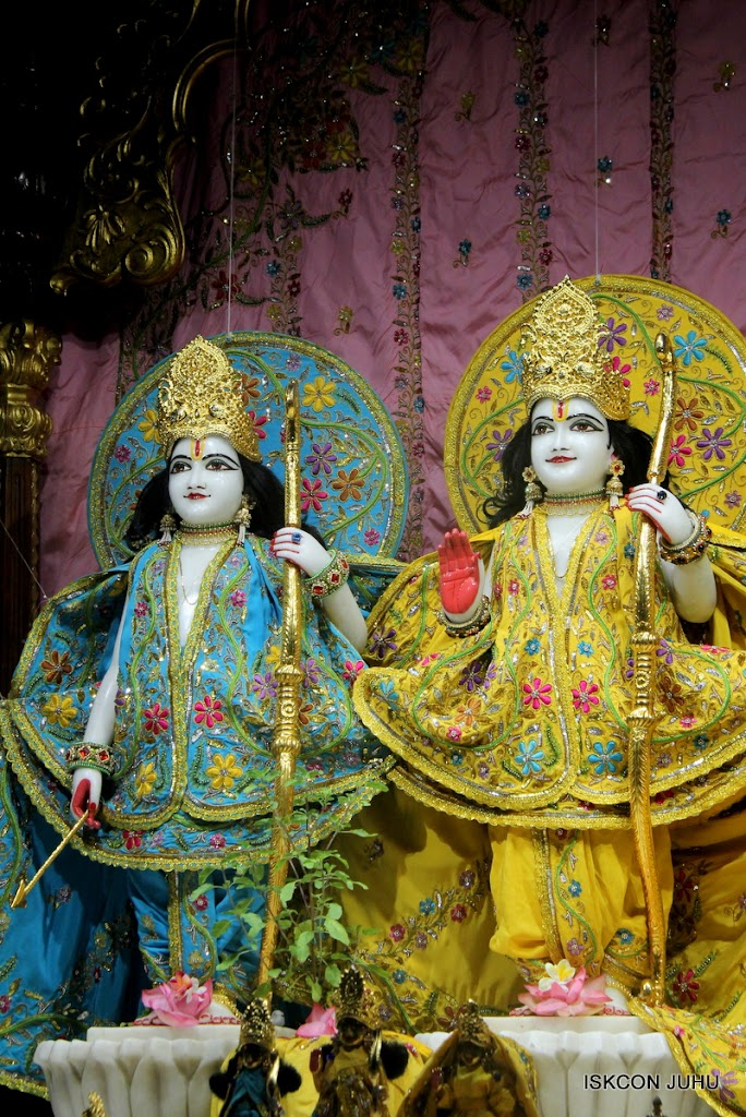 ISKCON Juhu Mangal Deity Darshan on 27 April 2016 (2)