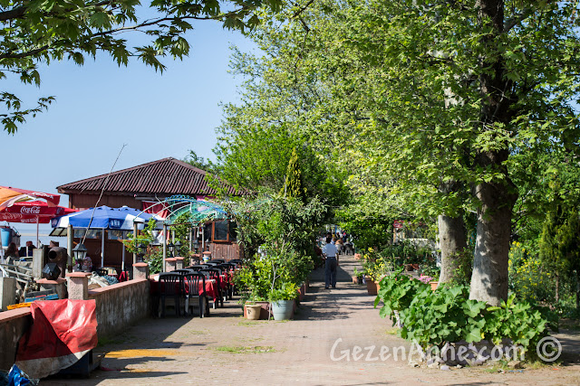 Sakarya, Karasu, Yenimahalle'de nehir kenarındaki restoranlar