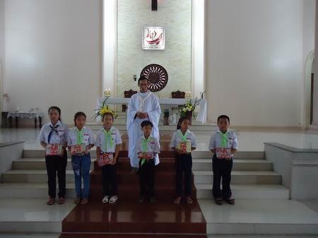 Thánh Lễ Lòng Chúa Thương Xót và Phát Phần Thưởng Cho 40 Em Siêng Năng Tham Dự Thánh Lễ Trong Chiến Dịch Mùa Chay 2013